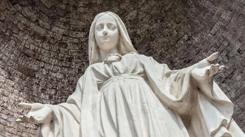 Статуя Девы Марии Кесег