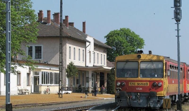 Тапольца, железнодорожный вокзал